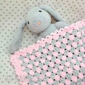 szydełko pokoik dziecka szydełkowy kocyk dla maluszka - róż