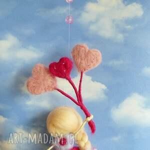 pokoik dziecka filc wróżka bawiąca się na wietrze-mobil