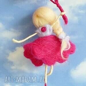 waldorf pokoik dziecka fioletowe wróżka bawiąca się na wietrze-mobil