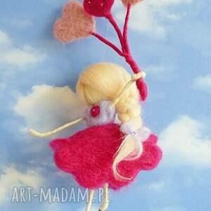 różowe pokoik dziecka waldorf wróżka bawiąca się na wietrze-mobil