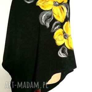 Ruda Klara awangardowe poncho merynosy czarne w kwiaty ciepłe