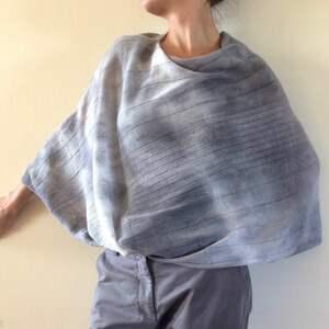 niesztampowe poncho ponczo eleganckie wełniane jasno szare