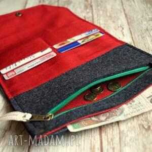 haft portfele duży filcowy portfel - truskaweczki