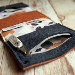 portfel portfele pomarańczowe przedmiotem sprzedaży jest widoczny na zdjęciu