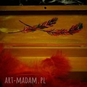 wyjątkowe pudełka paw czerwony - drewniane puzderko