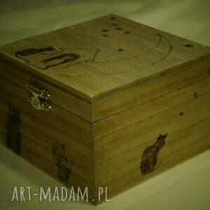 beżowe pudełka woodburning kocie puzderko - drewniane pudełko