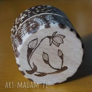 brązowe pudełka etui kwiat paproci - ręcznie wypalane