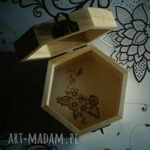 brązowe pudełka puzderko kwietne pudełko - drewniane