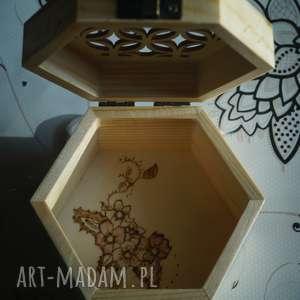 nietuzinkowe pudełka pyrography kwietne pudełko - drewniane