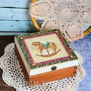 świąteczne prezenty konik pudełko drewniane z konikiem