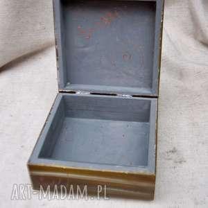 anioł pudełka niebieskie pudełko wielka tajemnica małych