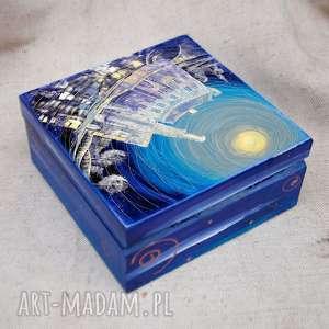 niebieskie pudełka zamek pudełko w karpnikach