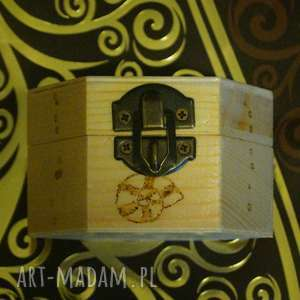brązowe pudełka szkatułka rybcia - drewniane sześciokątne