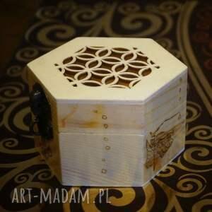 pudełka pyrography rybcia - drewniane sześciokątne