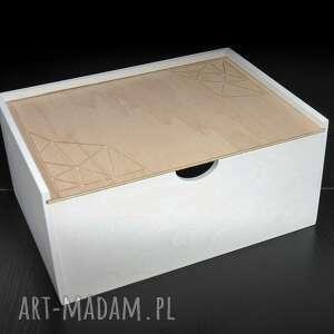 białe pudełka skrzynka na dokumenty, na biurko