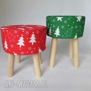 święta upominki stołekskandynawski stołek fjerne s czerwona choinka
