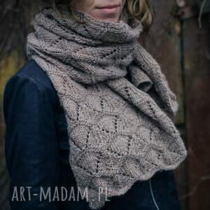 ręcznie wykonane rękawiczki dziergany beżowy szal wydziergany na drutach z włóczki