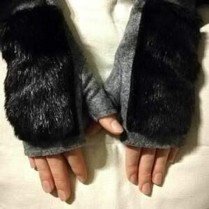 ręcznie wykonane rękawiczki bezplacowe z futerkiem