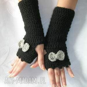 czarne rękawiczki mitenki z szarą kokardką
