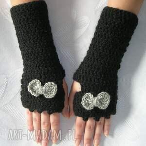 nietypowe rękawiczki czarne mitenki z szarą kokardką