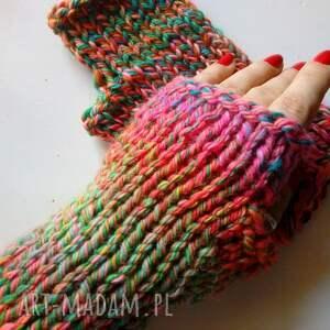 The Wool Art kolorowe wełniane mitenki