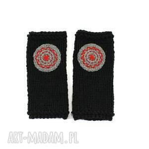 unikatowe rękawiczki mitenki czarne z kołem
