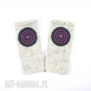 niekonwencjonalne rękawiczki mitenki ecru z kołem