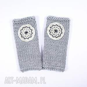 rękawiczki mitenki jasnoszare z kołem