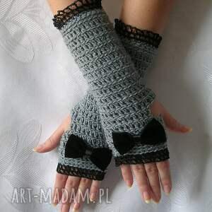 szare rękawiczki - mitenki z czarną
