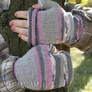 trendy rękawiczki eleganckie mitenki w pastelach