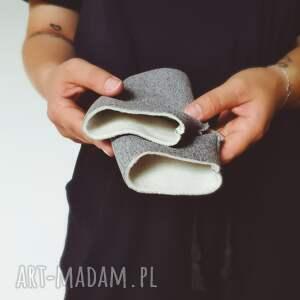 ręcznie robione rękawiczki mitenki z motylem