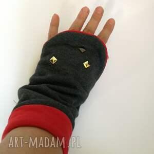 szare rękawiczki mitenki dzianinowe ćwieki box