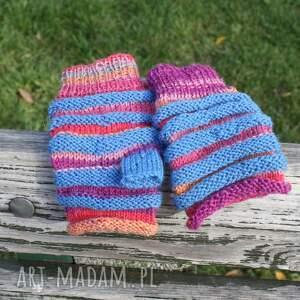 wyjątkowe rękawiczki druty niebieskie pasy
