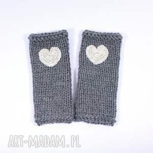 wyjątkowe rękawiczki mitenki szare z sercem