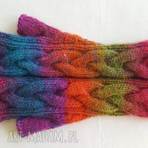 modne rękawiczki tęczowe niebiańsko