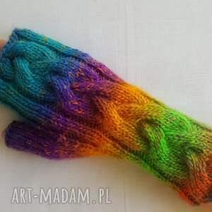 modne rękawiczki tęczowe słoneczne