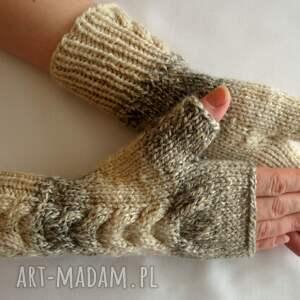 rękawiczki modne w beżach