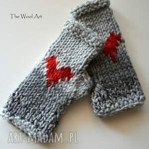 czerwone rękawiczki walentynkowe
