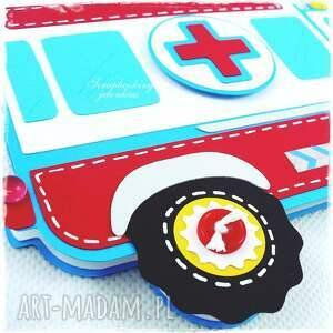 ambulans scrapbooking kartki kolorowe projekt autorski. nietypowa kartka w kształcie