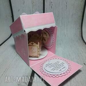 handmade scrapbooking kartki prezent esplodujące pudełeczko z kołyską.