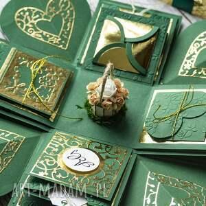 zielone scrapbooking kartki pudełko, które z zewnątrz nie różni się