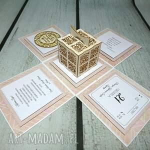 scrapbooking kartki komunia eksplodujące pudełeczko - doskonałe opakowanie