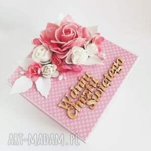 exploding-box scrapbooking kartki różowe exploding box z kwiatami na chrzest