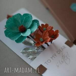 Mira flowers93 scrapbooking kartki: prezent