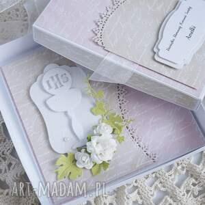 różowe kartka komunijna z pudełkiem