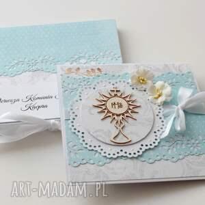 prezent pod choinkę kartka na komunię świętą (w