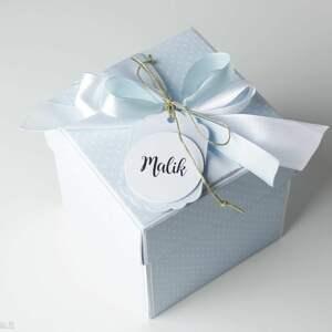 narodziny scrapbooking kartki niebieskie pudełko - kartka - prezent z okazji