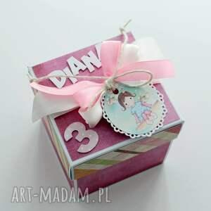 różowe scrapbooking kartki kartka pudełko - niespodzianka na urodziny