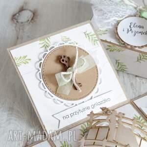białe scrapbooking kartki ślub pudełko z niespodzianką - kartka