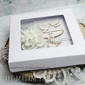 beżowe scrapbooking kartki w bieli pamiątka chrztu